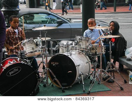 San Francisco, Us - Sept 19, 2010: Unidentified Young Boys Play Drums On Downtown Street In San Fran