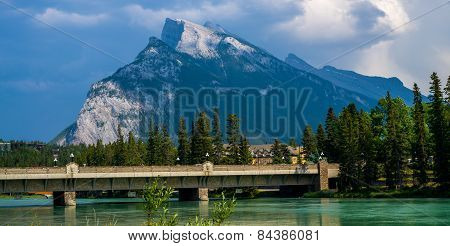 Mount Rundle, Bow River