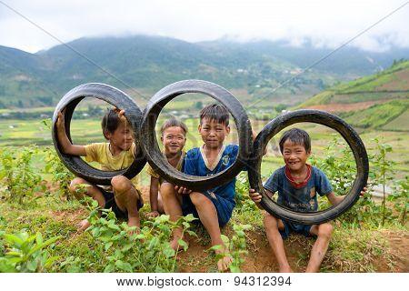 H'mong ethnic minority children in Mucangchai, Vietnam.