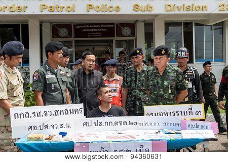 On June 25, 2015, Soldiers And Police Patrol. Sakon Nakhon, Thailand Announced The Arrest Of A Drug