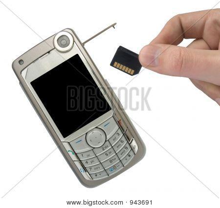 Handy und Hand mit Speicherkarte