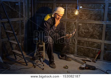 Puzzled foreman during overhaul at the construction site
