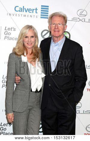 LOS ANGELES - OCT 22:  Rochelle Carson, Ed Begley Jr at the 26th Annual Environmental Media Awards at Warner Brothers Studio on October 22, 2016 in Burbank, CA
