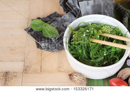 Seaweed salad is delicious and dries seaweed