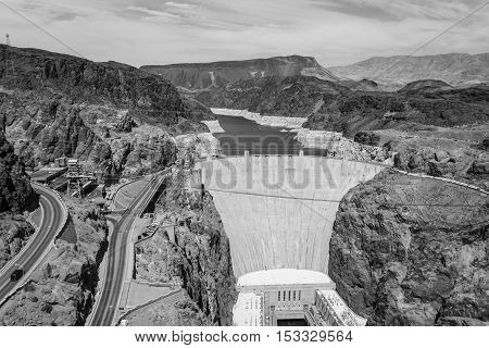 Hoover dam is located in the limit between Nevada and Arizona