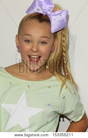 LOS ANGELES - OCT 23:  JoJo Siwa at the Elizabeth Glaser Pediatric AIDS Foundation A Time For Heroes Event at Smashbox Studios on October 23, 2016 in Culver City, CA