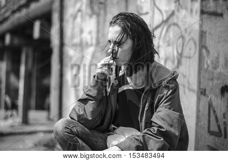 Homeless Beggar Stilzhizni, Health, Social Kontsept- Portrait Of Tired, Unhappy Homeless Hungry Woma