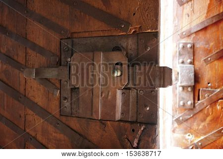 Open door - Picture useful to express the concepts of opening; closing; protection and so on