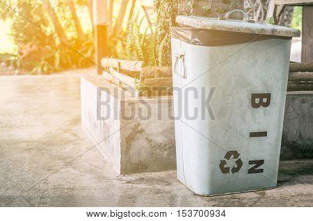 Metal Recycle bin help save the work
