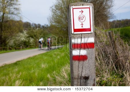typical waymark for long distance walking