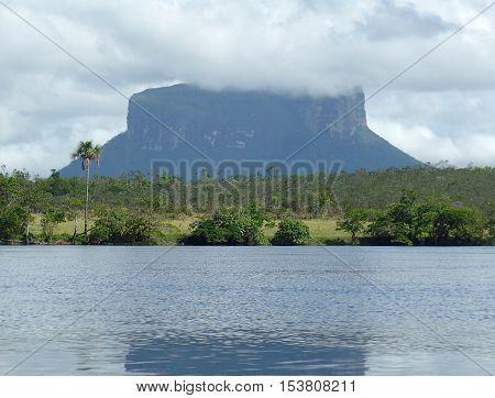 Kuravaina Tepui. One of the tepuis many that make up the Guiana massif, shared by Venezuela, Brazil and Guyana. Photo: Kuravaina Tepui in Venezuela's Gran Sabana