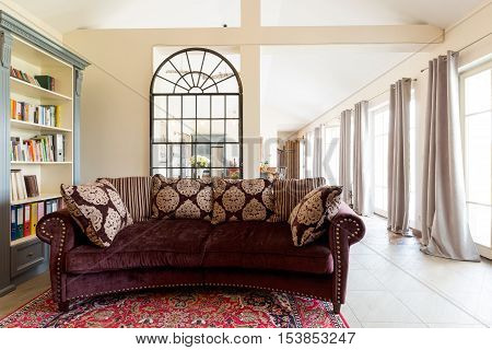 Old-fashioned Elegant Living Room
