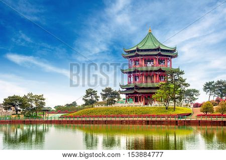 Blue sky and white clouds ancient Chinese architecture: garden.