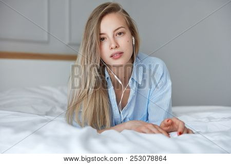 Photo Of Gorgeous Cute Female Teenager Enjoys Spare Time After Awakening In Morning, Has Weekend, Li