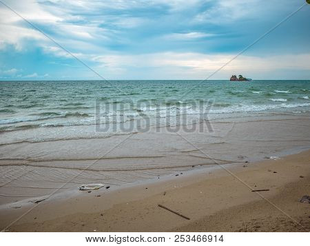 Idyllic Ocean And Blue Sky On The Beach In Vacation Time,laem Mae Phim Beach Rayong City Thailand,se