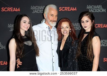LOS ANGELES - OCT 24: Rick Baker, family at The Estate of Michael Jackson & Sony Music present Michael Jackson Scream Halloween Takeover at TCL Chinese Theatre IMAX on October 24, 2017 in Los Angeles