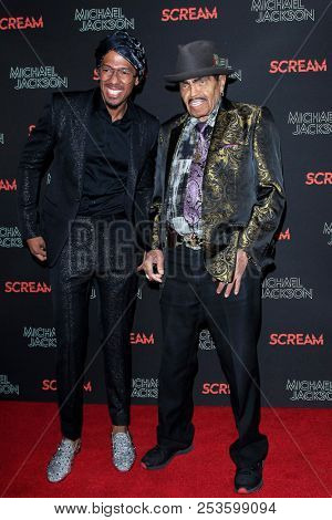 LOS ANGELES - OCT 24: Nick Cannon, Joe Jackson at Michael Jackson Scream Halloween Takeover at TCL Chinese Theatre IMAX on October 24, 2017 in Los Angeles, California