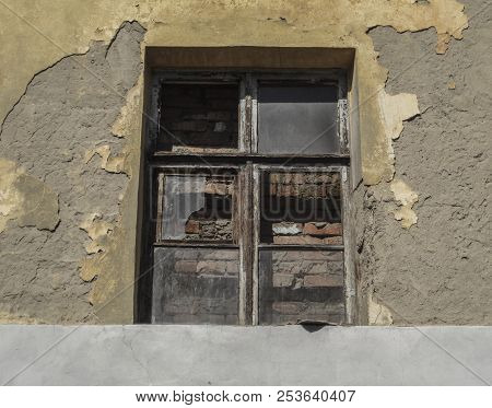 Old Brick-lined Window In Old Apartment Building. Old Architecture. Grunge Architectural Background.