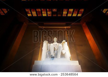 The Lincoln Memorial At Night In Washington Dc.