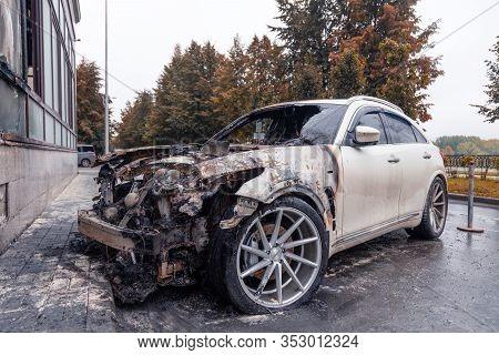 Kemerovo 2019-09-16 Wheel Of White Abandoned, Stolen City Car Infiniti Fx50s Burned Out, Suddenly St