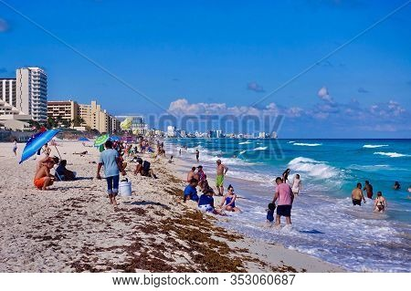 Cancun, Mexico, 2018.10.22., At The World-famous Sand Beach In Cancun