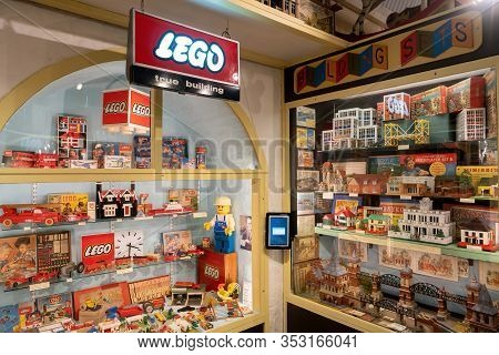 Brighton, England - December 10, 2019 : Old Vintage Lego Toy Experiments And Builder At Brighton Toy