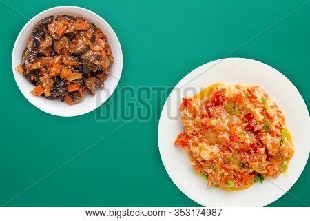 Stewed Tomatoes With Onions In A White Plate On A Green Background. Stewed Tomatoes With Onion Top V