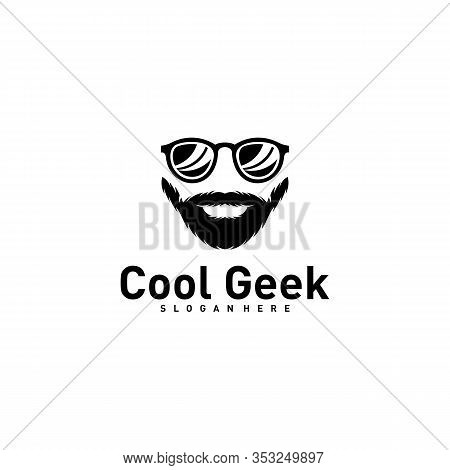 Social Geek Logo Design Template. Geek Vector Design Icon. Illustration