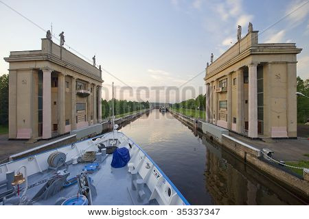 sluice number 5 of Moscow-Volga Canal