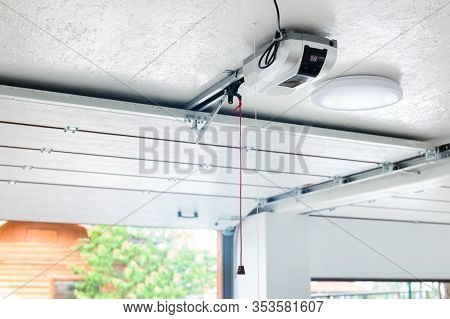 Opening Door And Automatic Garage Door Opener Electric Engine Gear Mounted On Ceiling With Emergency