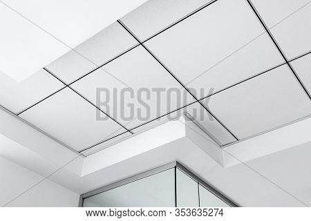 Multi-level Ceiling With Three-dimensional Protrusions And A Suspended Tiled Ceiling White Color, Cl