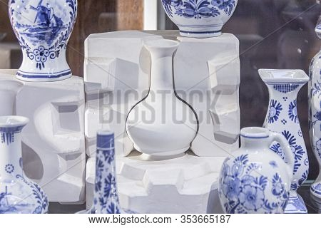Moulding Box For Potting (manufacturing) A Traditional Blue Porcelain Art Ceramic, Workshop, Tools,