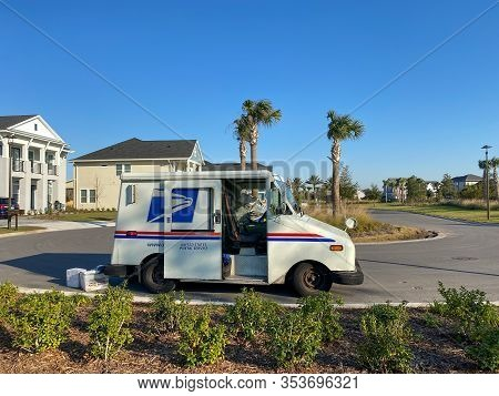 Orlando, Fl/usa-1/21/20:   A United States Postal Service, Usps,  Truck Making Deliveries In An Subu