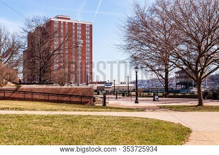 Pittsburgh, Pennsylvania, Usa 3/1/20 Duquesne Tower Dormitory On The Campus Of Duquesne University,