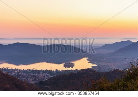 Indian View, Sunrise On The Man Sagar Lake And The Jal Mahal Palace In Jaipur