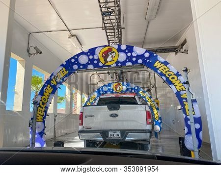 Houston, Tx/usa-2/25/20:  The Car Wash Of A Buc Ees Gas Station, Fast Food Restaurant, And Convenien