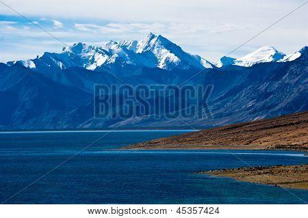 Dawn At Tso Moriri Lake. Altitude 4600 M. View On Himalaya Mountains Landscape With Gya Peak In Snow