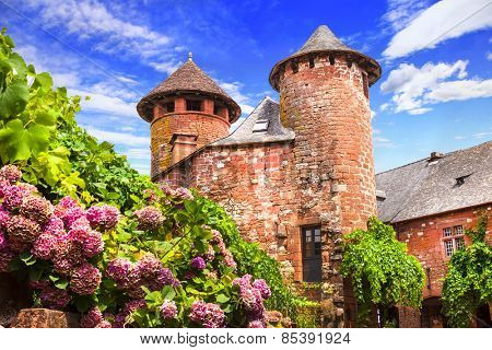 Collonges-la-Rouge - beautiful red village in France (Corezze)