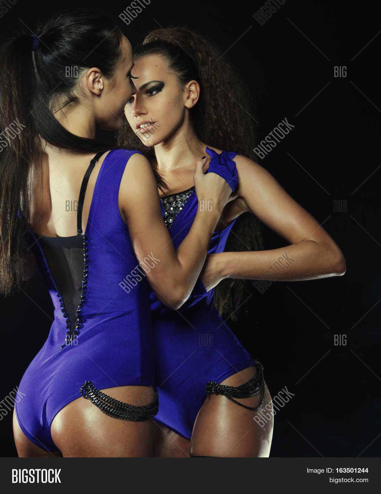 Sexy ladies go go