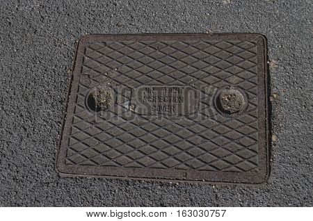Air tight inspection cover for sewer in the road