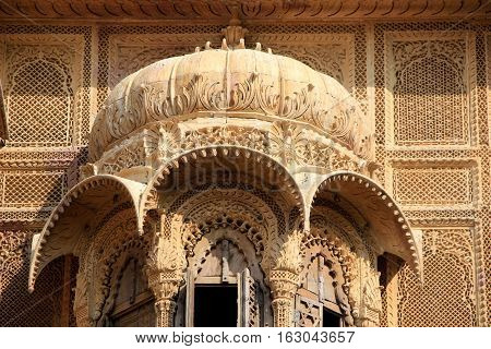 Close-up of intricate carving on canopy and surrounding wall at Patawon-ki-Haweli Jaisalmer Fort Jaisalmer Rajasthan India Asia
