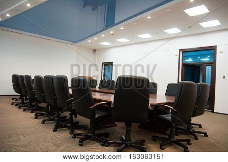 Black Leather Chairs With A Table