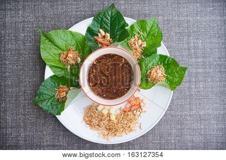 savoury leaf wrap Miang Kham herb dessert food