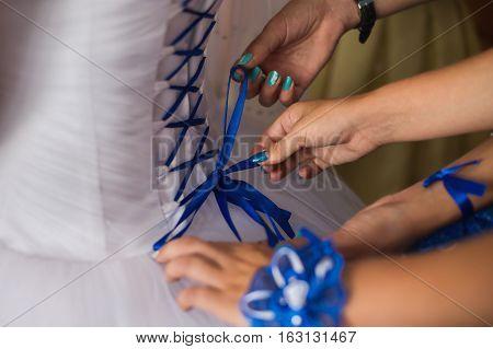 tighten wedding dress on bride,holiday morning bride