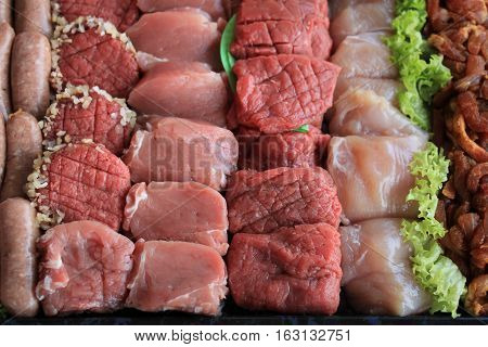 Small pieces of fresh meat for fondue or raclette