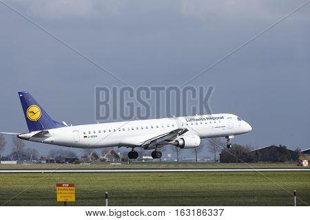 Amsterdam Airport Schiphol - Lufthansa Cityline Embraer 195 Lands