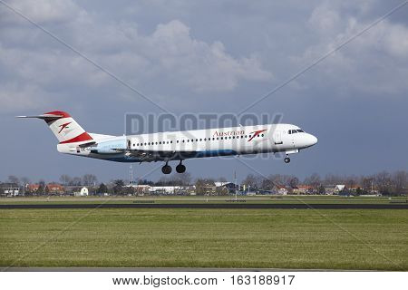 Amsterdam Airport Schiphol - Austrian Airlines Fokker 100 Lands