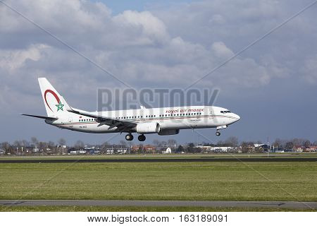 Amsterdam Airport Schiphol - Royal Air Maroc Boeing 737 Lands