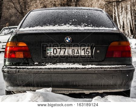 Kazakhstan, Ust-Kamenogorsk, 15 december 2016: BMW E36 3-series in free parking