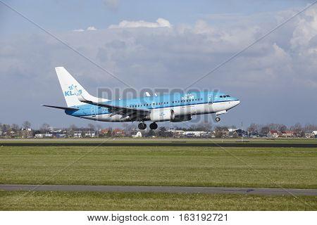 Amsterdam Airport Schiphol - Klm Boeing 737 Lands